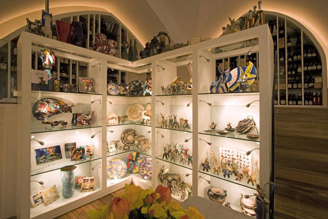 Italian Ceramics - La Caravella, Winery and Pottery Art Gallery - Photo credits: La Caravella