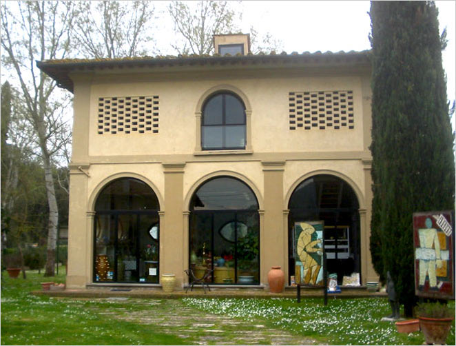 Tuscan pottery - ND Dolfi showroom in Montelupo (Firenze)