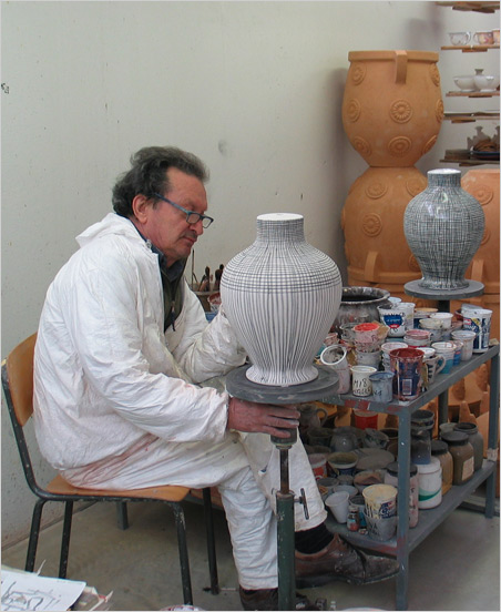Tuscan pottery - Master Sivano Dolfi at work