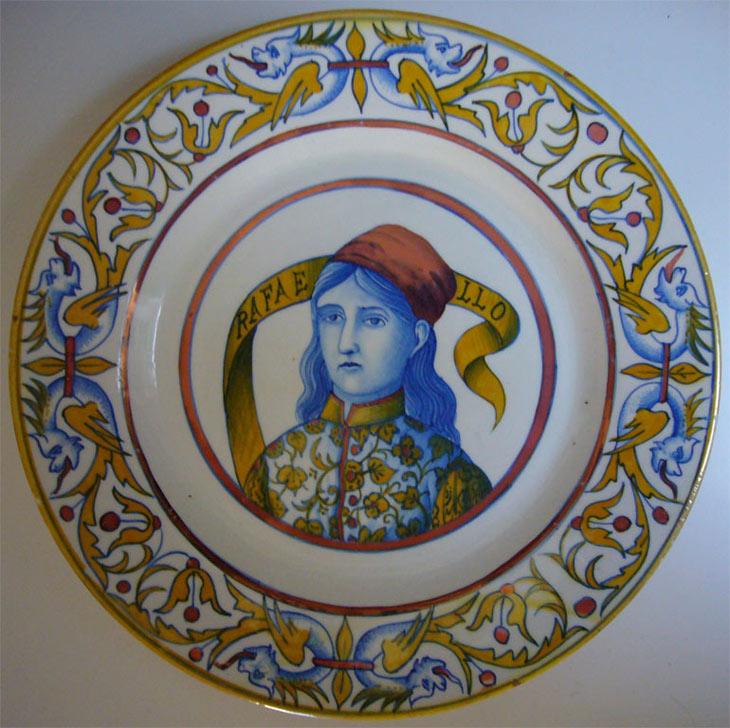 Italian Ceramics - Small lustred plate with Raffaello portrait by Paolo Rubboli (1875 ca) - Photo credits: www.allegracombriccola.net