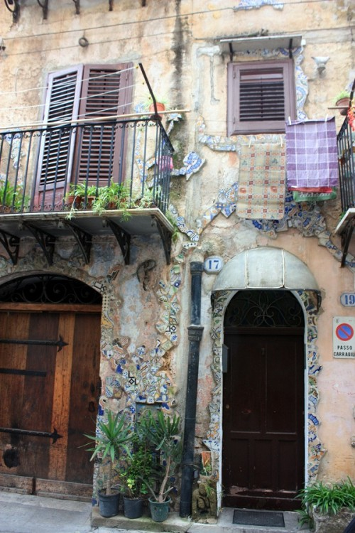 A house decorated with Sicilian tile shards