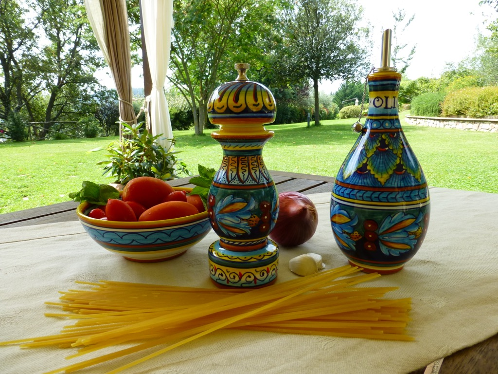 Deruta pottery: Eugenio Ricciarelli's new tableware accessories